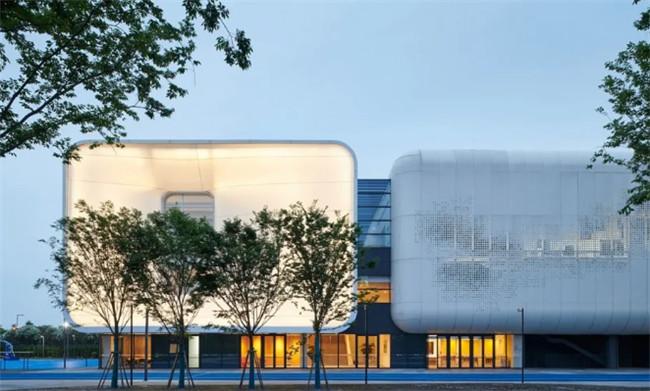上海青浦平和运动中心:一座正在呼吸的膜结构建筑