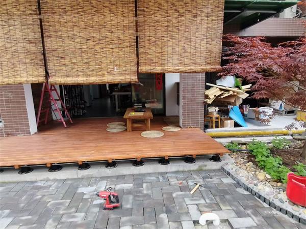 湖北宜昌 山水国际·庭院龙骨铺设