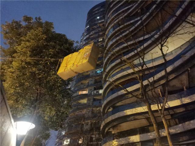 龍湖世紀峰景-成都大件吊裝磊零吊裝施工案例