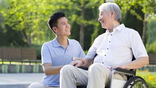 失能老人的3种照护模式