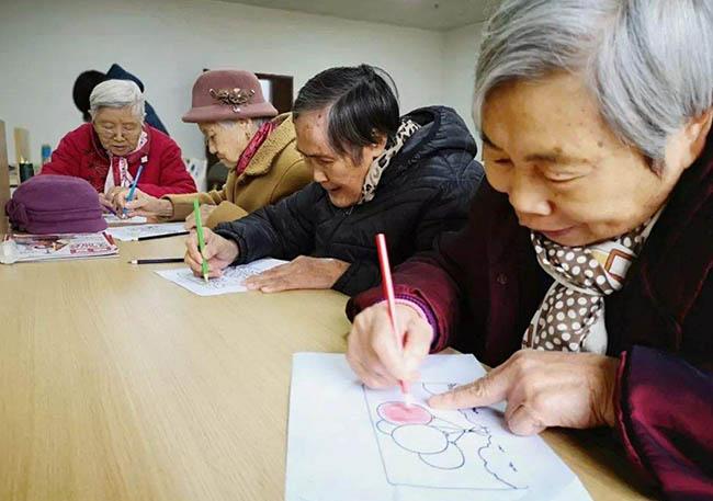 社会养老压力大,如何减轻养老压力?