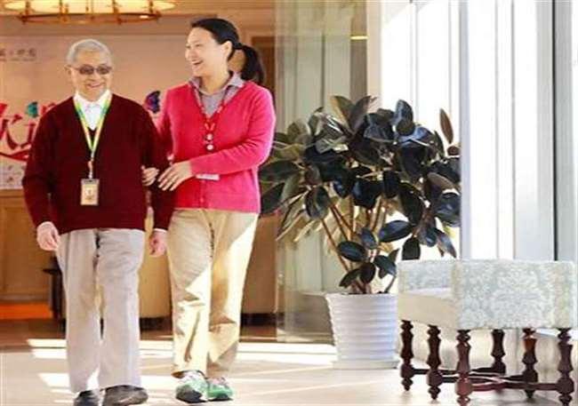 四川青孝养老服务分享成都养老中心的康复陪护