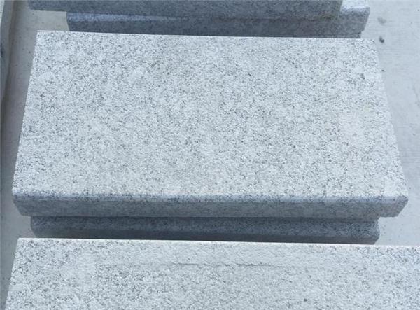 芝麻白石材出现青苔问题要怎么处理?