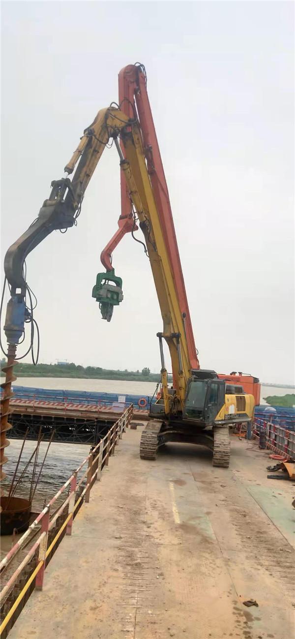 引孔机在陕西中机岩土工程有限公司灞柳东路项目施工现场