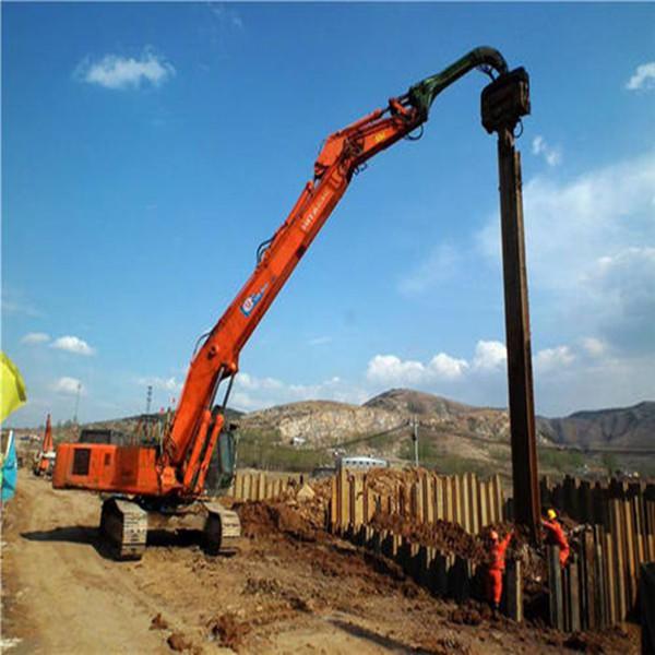 拉森钢板桩、打桩机在中铁二十局集团第四工程有限公司甘肃(天水)国际陆港市政基础设施项目施工现场