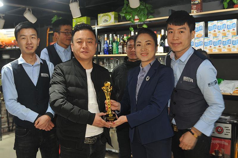睿思特领导为团队颁奖