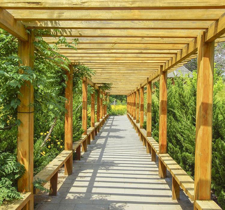 成都防腐木长廊在园林造景中的作用,你知道多少?