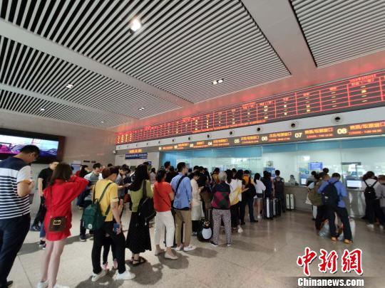 重庆始发多趟高铁受长宁地震影响晚点或停运