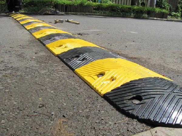 鲁陕天创市政工程带大家了解了解减速带的分类