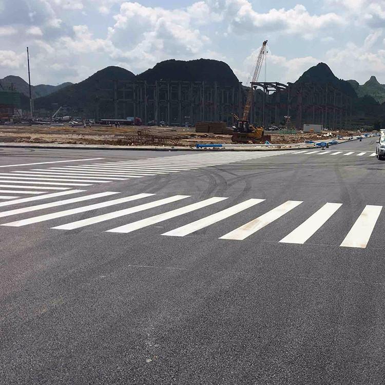 来跟西安斑马线划线工程了解斑马线道路划线的优势吧