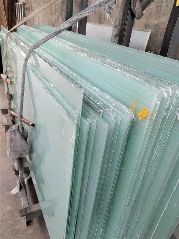 西安正阳小编给大家分享下门窗用夹丝玻璃到底有什么作用?你知道吗!