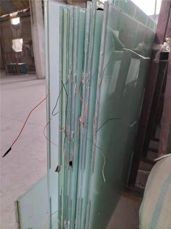 今天西安正阳节能小编将给你详细介绍西安液晶调光玻璃