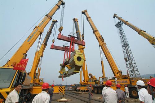 做为一家专业的宜昌起重吊装搬运公司,在进行设备搬运时一定要注意这些