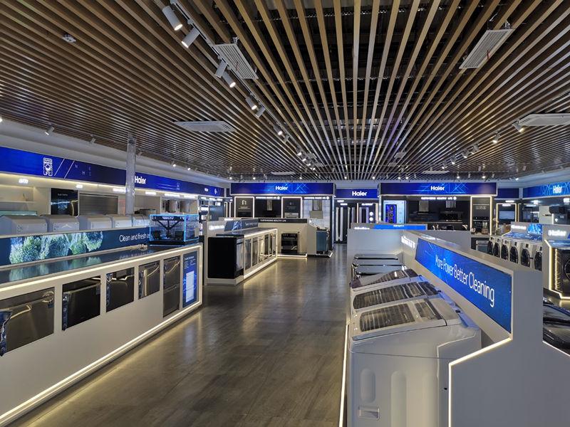 青岛海尔展厅P2.5-110平方LED显示屏安装案例