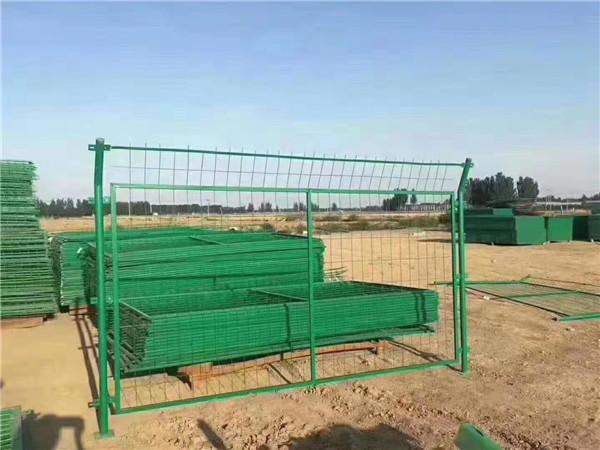 如何选择铁路护栏网,他的优点及用途是什么!