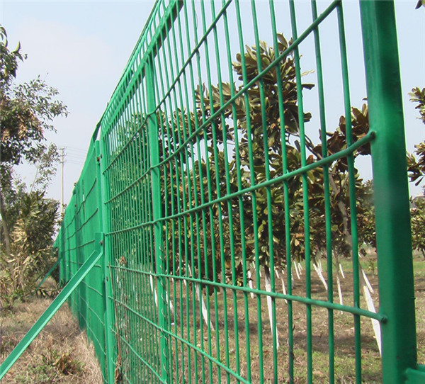 公路围栏修建