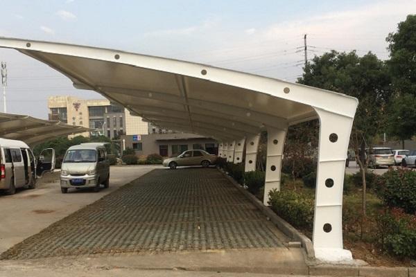 居民小区搭建车棚选择膜结构车棚的4个原因