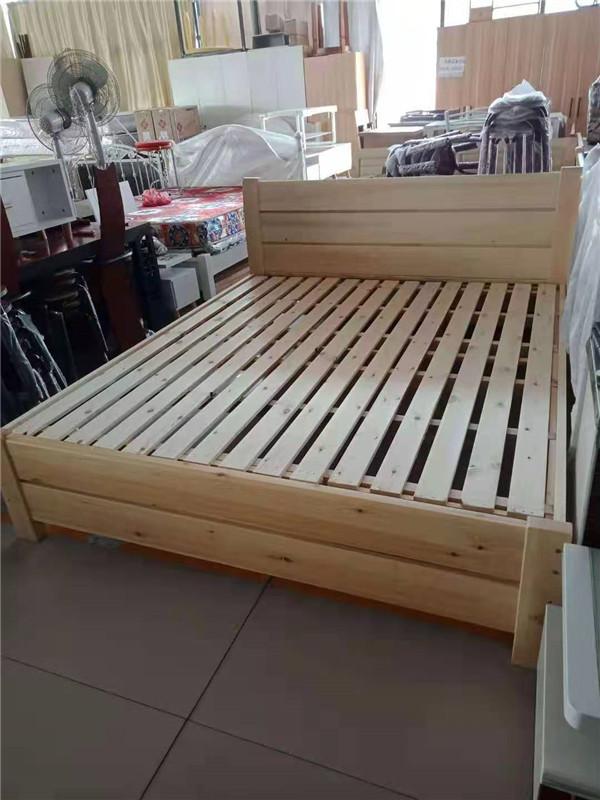在购买的时候我们应该如何挑选双人实木床