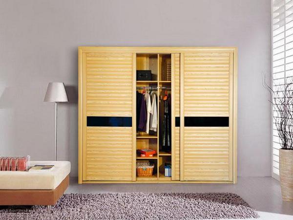 实木衣柜如何在雨季防潮?西安实木衣柜厂家教你小妙招!