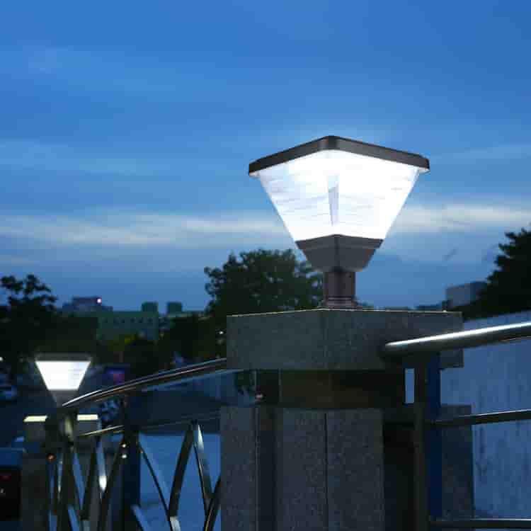 太阳能围墙柱头灯