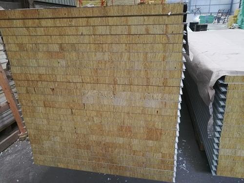 西安岩棉彩钢板特点情况分析