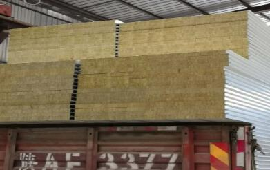 新型防火岩棉夹芯板