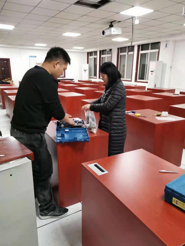 办公桌安装团队