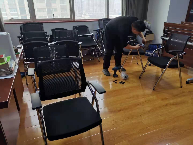 办公室办公椅安装案例