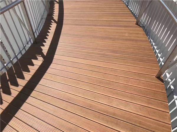 陕西佰木小编成为你简单介绍防腐木材的基本情况和性质。
