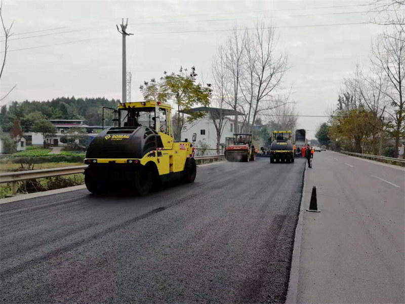 谈谈混凝土路面上新铺沥青混凝土的技术控制