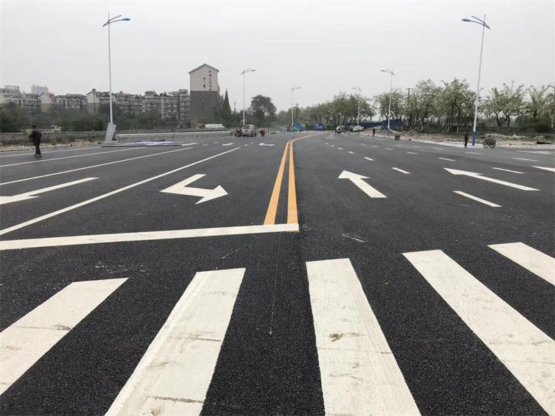 交通运输部:优化公路交通标志标线 加强动态调整管理
