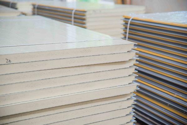 河南聚氨酯岩棉板和岩棉夹芯板的区别,及聚氨酯岩棉保温板的特点介绍。