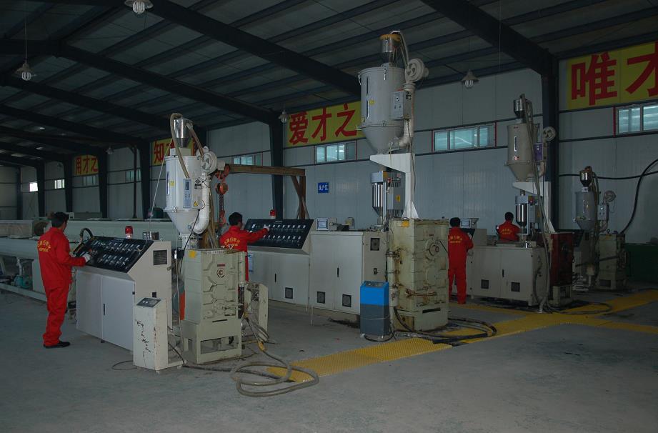 公司产品生产机器生产中