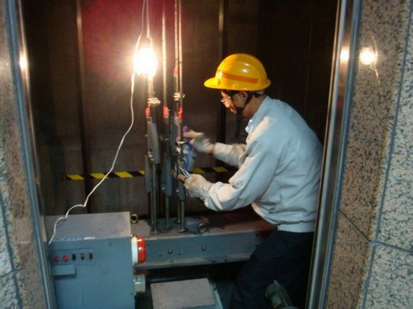 綿陽電梯維保到底應該怎么維保?