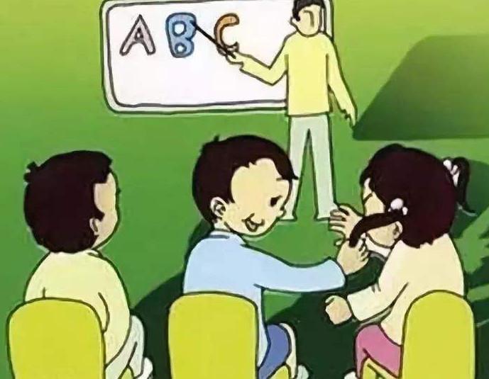孩子7岁,孩子在写作业时喜欢开小差该怎么办?