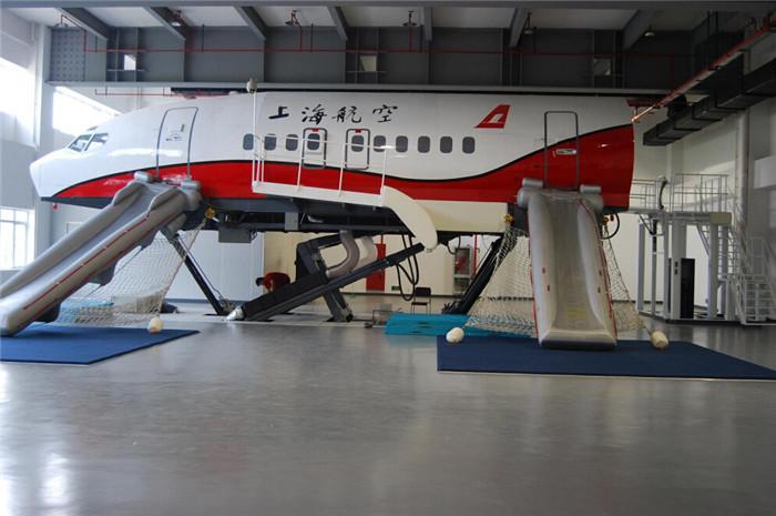B737-800动态撤离训练舱