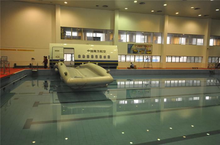 水上撤离训练舱