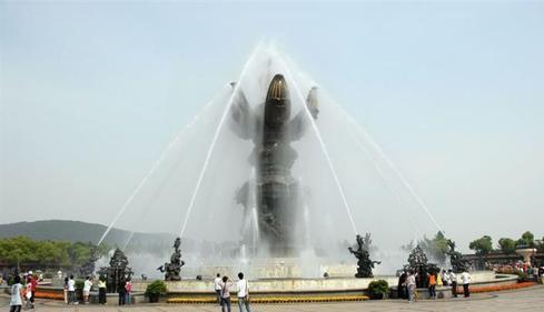 四川喷泉厂家是怎样设计雕塑喷泉