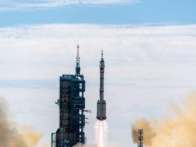 神舟十二号载人飞船发射取得圆满成功,谱写空间站时代新篇章