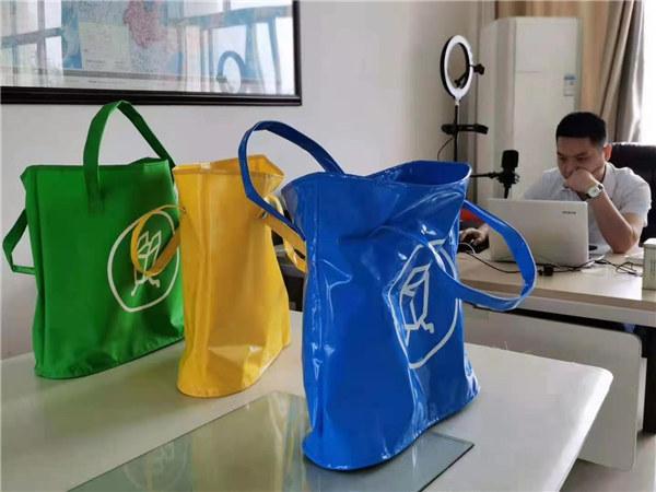 环保新材料箱包
