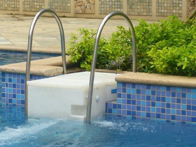 成都游泳池水处理的原理及方法