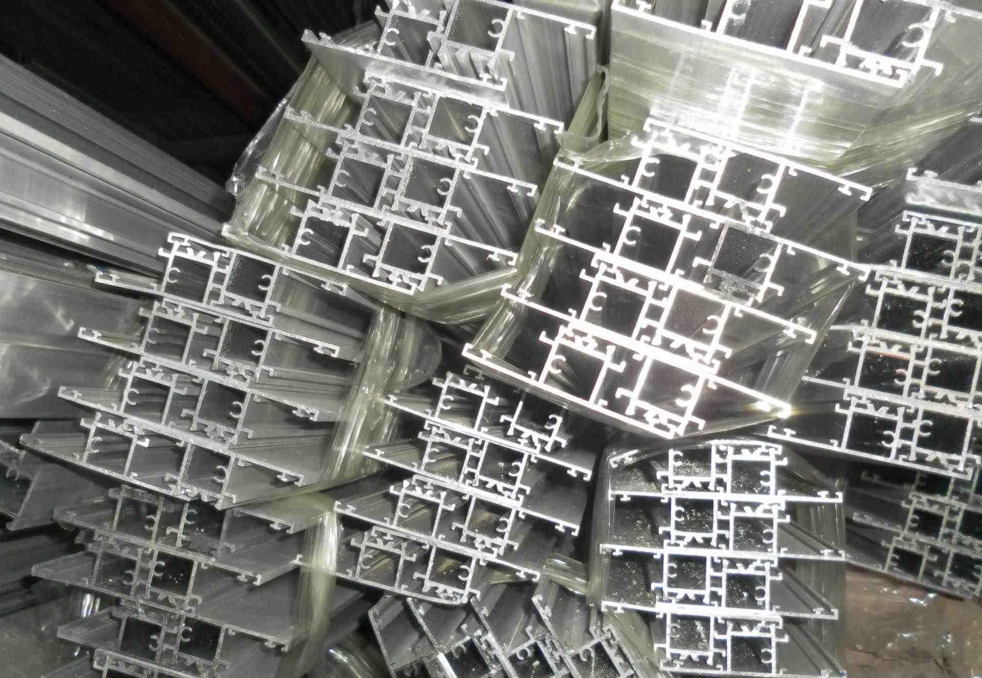 石嘴山隔热断桥铝型材