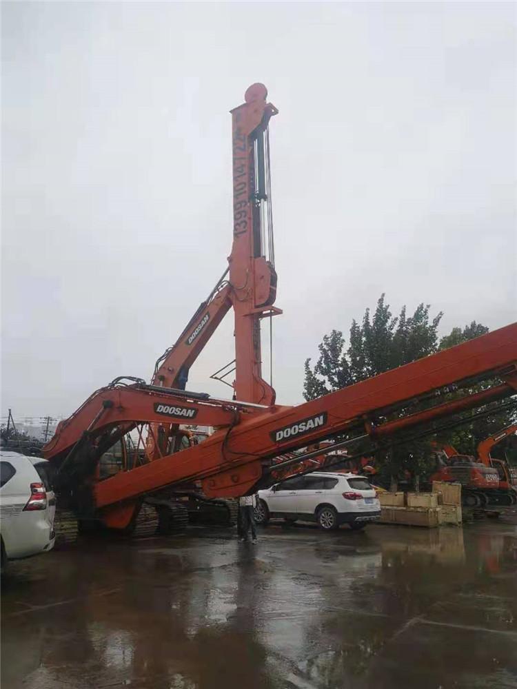 伸缩臂挖掘机施工