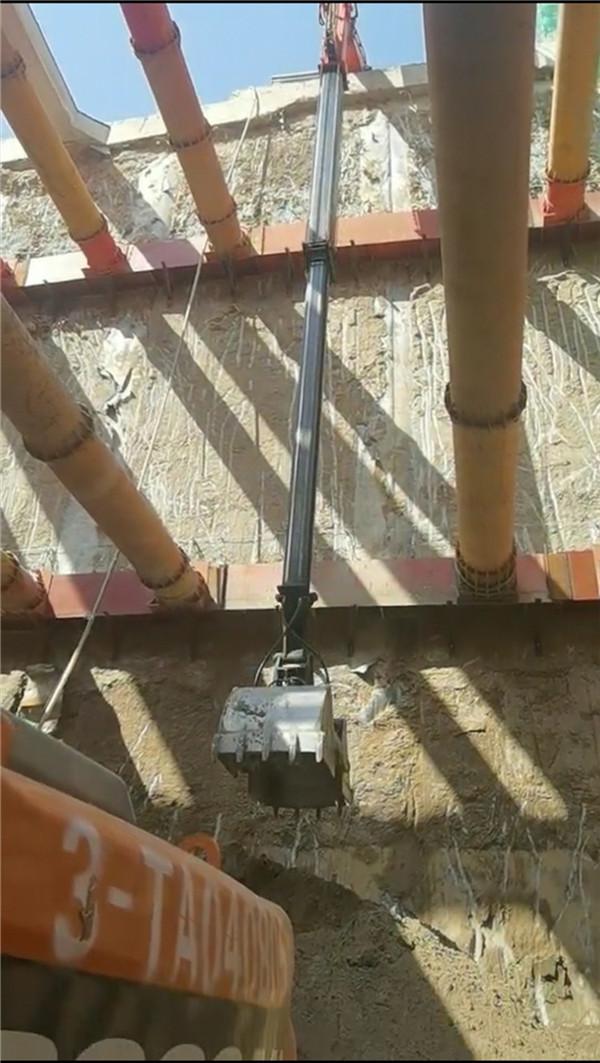 伸缩臂挖掘机专业施工案例