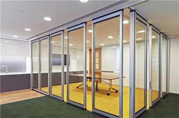 客厅玻璃隔断设计技巧 客厅玻璃隔断注意事项
