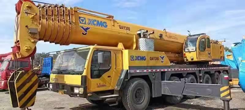 徐工QAY260吨汽车吊车