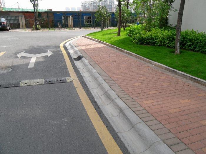 路沿石塑料模具应该怎么选择?