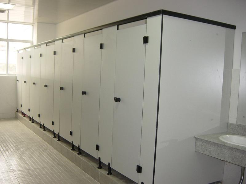 卫生间做了干湿分离依然到处都是水?只有一道四川卫生间隔断,不算干湿分离