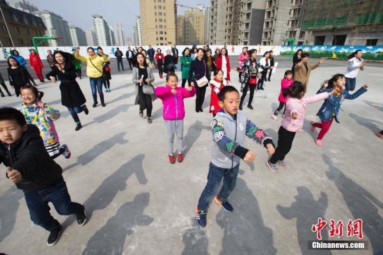 教育部:保障中小学生每天校内外各1小时体育活动时间