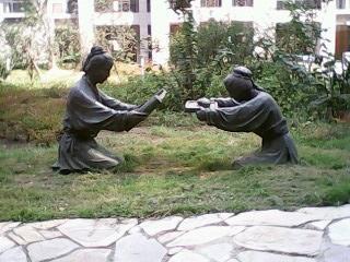 浅谈成都校园雕塑的选择和摆放